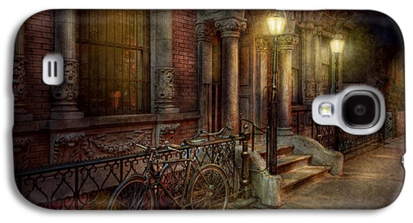 Bike - Ny - Greenwich Village - In The Village  Galaxy S4 Case by Mike Savad