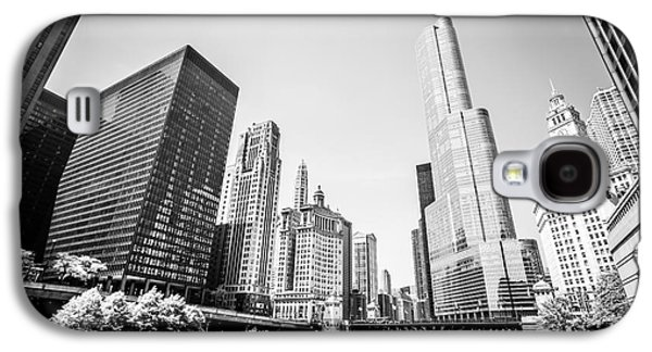 Black And White Picture Of Downtown Chicago Galaxy S4 Case by Paul Velgos