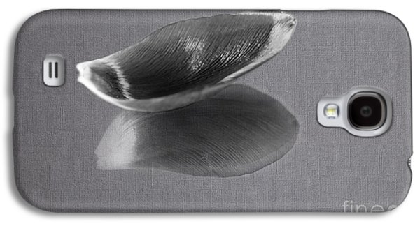 Black And White Tulip Petal Galaxy S4 Case by Eden Baed