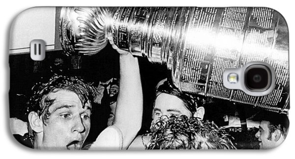 Bobby Orr With Stanley Cup Galaxy S4 Case by Underwood Archives