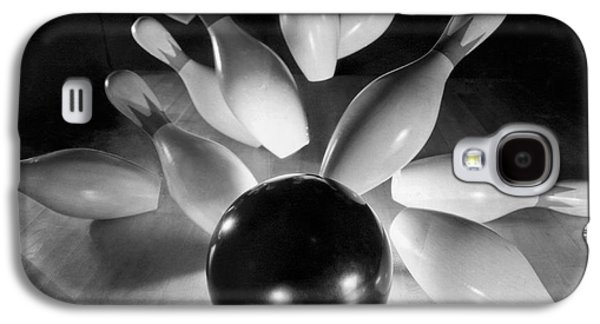 Bowling Ball Strikes Pins Galaxy S4 Case by Underwood Archives