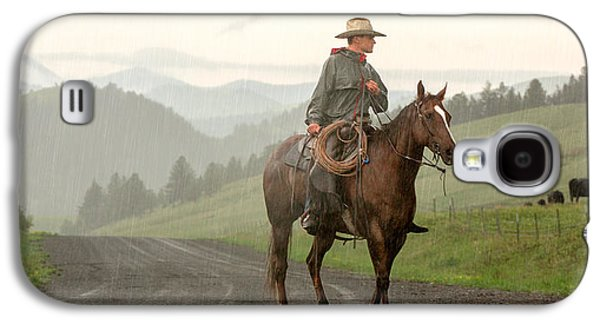 Rural Scenes Galaxy S4 Case - Braving The Rain by Todd Klassy