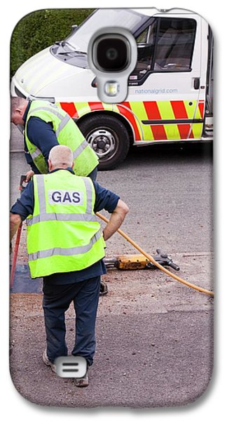 British Gas Workers Replacing Old Pipes Galaxy S4 Case by Ashley Cooper