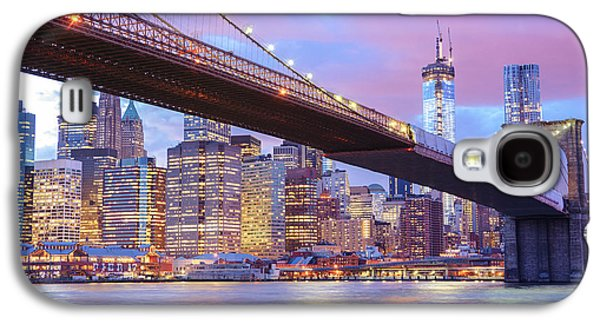 City Sunset Galaxy S4 Case - Brooklyn Bridge And New York City Skyscrapers by Vivienne Gucwa