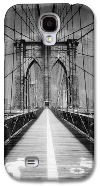 Galaxy S4 Case featuring the photograph Brooklyn Bridge Infrared by Dave Beckerman