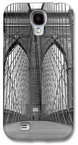 Brooklyn Bridge Promenade Galaxy S4 Case by Underwood Archives