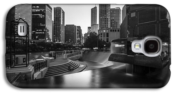 Centennial Fountain In Black And White Galaxy S4 Case by Sven Brogren