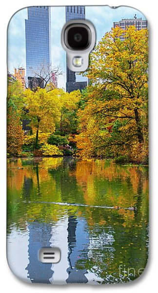 Central Park Pond Autumn Reflections Galaxy S4 Case by Regina Geoghan