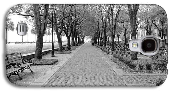 Charleston Waterfront Park Walkway - Black And White Galaxy S4 Case by Carol Groenen