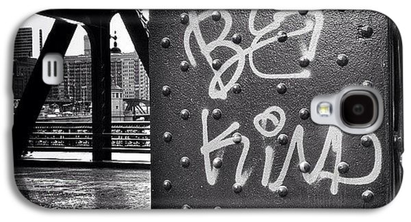 Architecture Galaxy S4 Case - Be Kind Graffiti On A Chicago Bridge by Paul Velgos