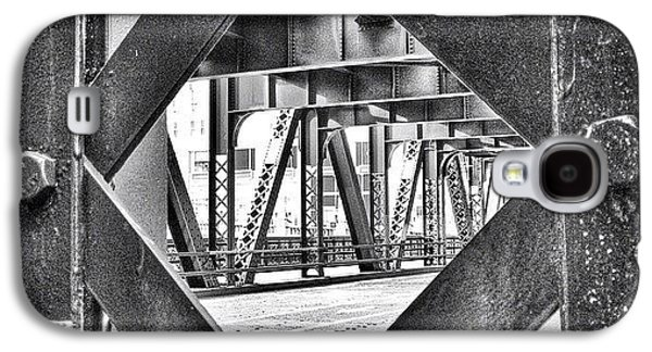 Architecture Galaxy S4 Case - Chicago Bridge Iron In Black And White by Paul Velgos