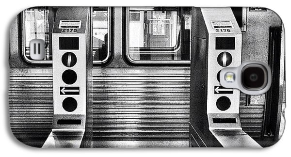 City Galaxy S4 Case - Chicago L Train Gate In Black And White by Paul Velgos