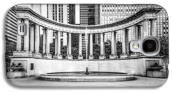 Chicago Millennium Monument In Black And White Galaxy S4 Case by Paul Velgos