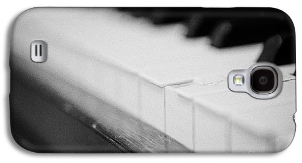 Chipped Key On A Baby Grand Piano In A Music Training Room Galaxy S4 Case by Joe Fox