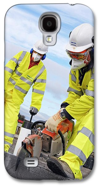 Circular Saw Operators Galaxy S4 Case by Crown Copyright/health & Safety Laboratory Science Photo Library