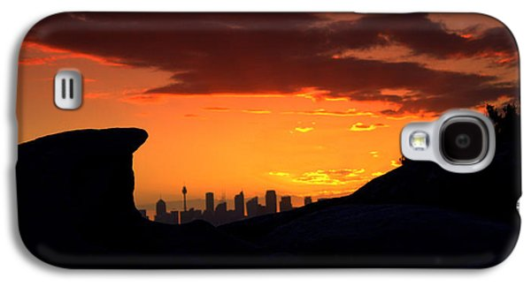 Galaxy S4 Case featuring the photograph City In A Palm Of Rock by Miroslava Jurcik