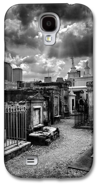 Cloudy Day At St. Louis Cemetery In Black And White Galaxy S4 Case