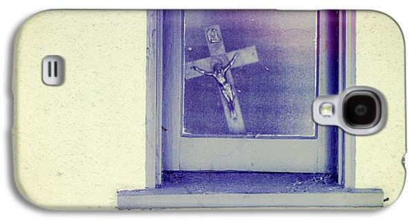 Crucifix In A Window Galaxy S4 Case by YoPedro