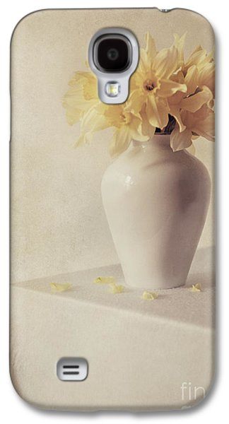 Daffodils In White Flower Pot On The Table Galaxy S4 Case