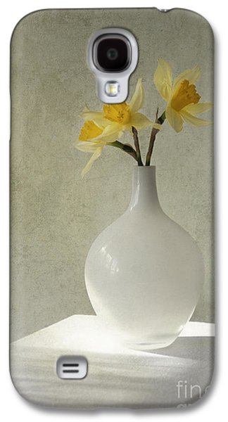 Daffodils In White Glass Flower Pot Galaxy S4 Case