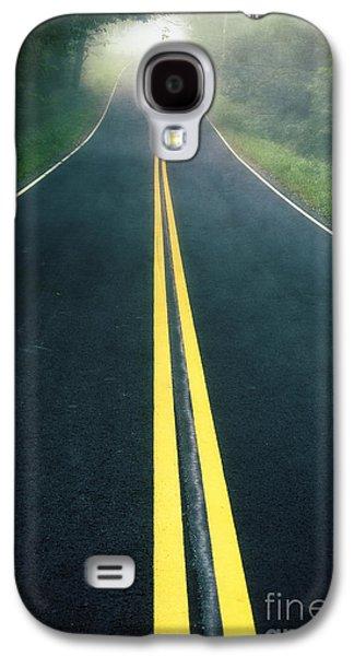 Dark Foggy Country Road Galaxy S4 Case by Edward Fielding