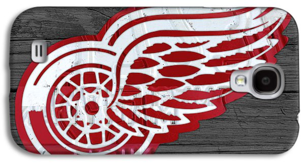 Detroit Red Wings Recycled Vintage Michigan License Plate Fan Art On Distressed Wood Galaxy S4 Case
