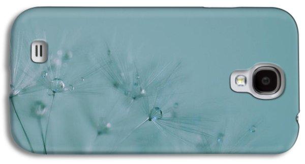 Dew Drops On Dandelion Seeds Galaxy S4 Case by Marianna Mills