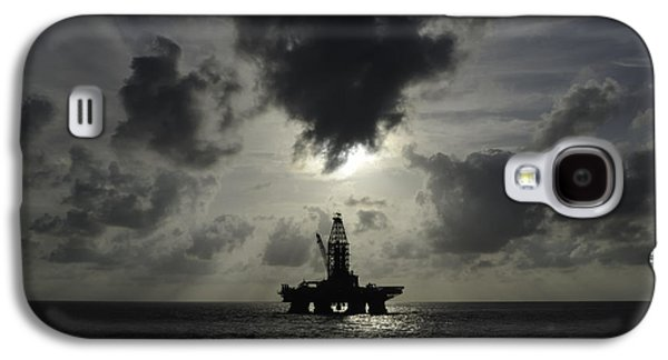 Distant Offshore Oil Rig Galaxy S4 Case