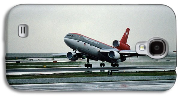 Douglas Dc-10-40 Taking Off In The Rain Galaxy S4 Case