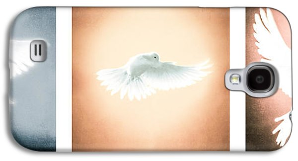 Dove In Flight Triptych Galaxy S4 Case by YoPedro