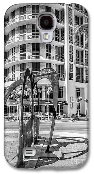Duenos Do Las Estrellas Sculpture - Downtown - Miami - Black And White Galaxy S4 Case