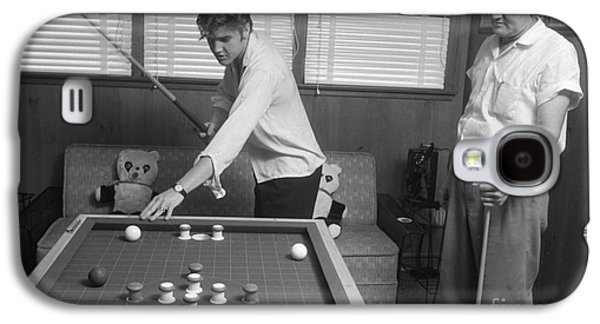 Elvis Presley And Vernon Playing Bumper Pool 1956 Galaxy S4 Case by The Harrington Collection