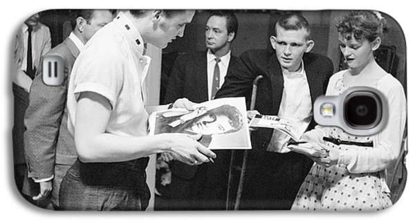 Elvis Presley Backstage Signing Autographs For Fans 1956 Galaxy S4 Case