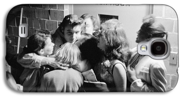 Elvis Presley Hugging Fans 1956 Galaxy S4 Case