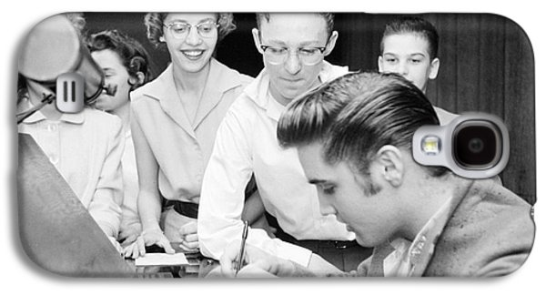 Elvis Presley Signing Autographs For Fans 1956 Galaxy S4 Case