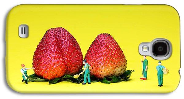 Farmers Working Around Strawberries Galaxy S4 Case