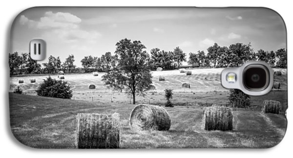 Field Of Hay In Black And White Galaxy S4 Case