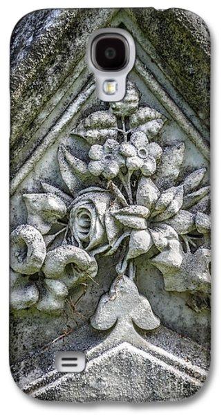 Flowers On A Grave Stone Galaxy S4 Case by Edward Fielding