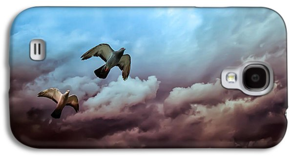 Flying Before The Storm Galaxy S4 Case by Bob Orsillo