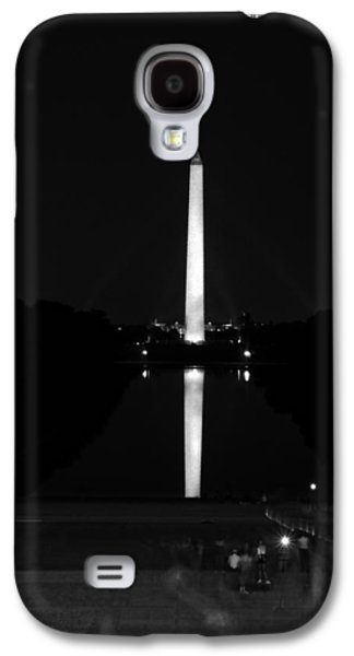 Lincoln Memorial Galaxy S4 Case - From Lincoln To Washington In Black And White by Greg and Chrystal Mimbs