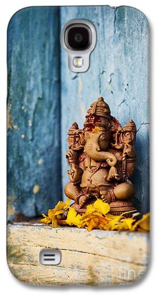 Ganesha Statue And Flower Petals Galaxy S4 Case