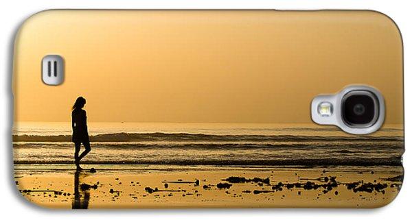 Girl On The Beach Galaxy S4 Case