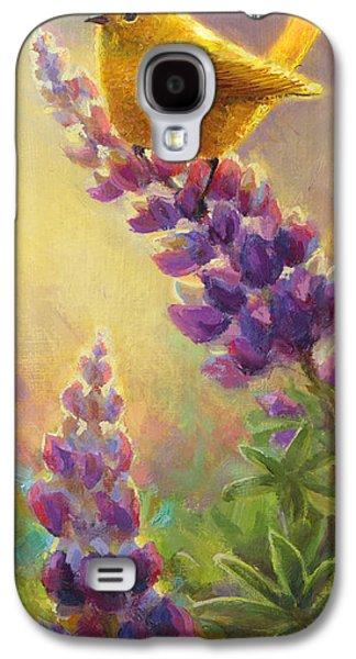 Warbler Galaxy S4 Case - Golden Light 2 Wilsons Warbler And Lupine by Karen Whitworth