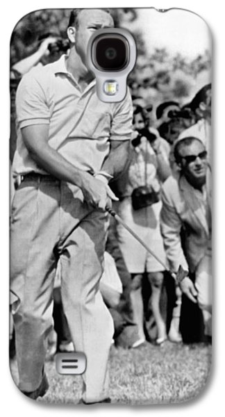 Golfer Arnold Palmer Galaxy S4 Case by Underwood Archives