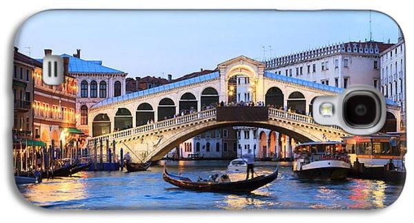Gondola In Front Of Rialto Bridge At Dusk Venice Italy Galaxy S4 Case by Matteo Colombo
