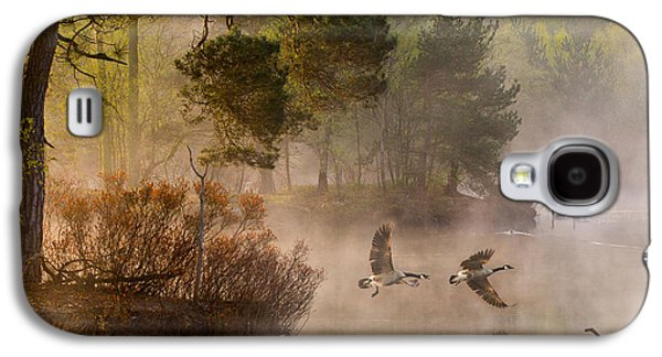 Geese Galaxy S4 Case - Goose Fight by Anton Van Dongen