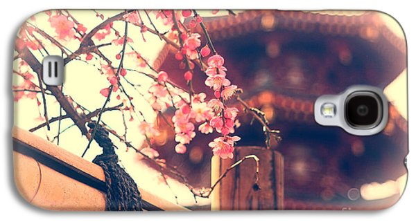 Gorgeous Pagoda And Plum Blossoms With Bamboo Fence Galaxy S4 Case by Beverly Claire Kaiya