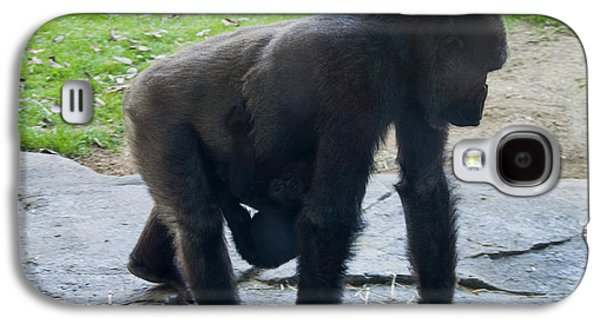 Gorilla With Baby Holding On Galaxy S4 Case