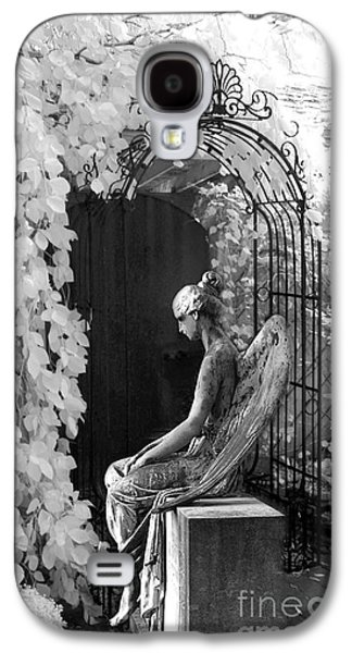 Gothic Surreal Black And White Infrared Angel Statue Sitting In Mourning Sadness Outside Mausoleum  Galaxy S4 Case by Kathy Fornal