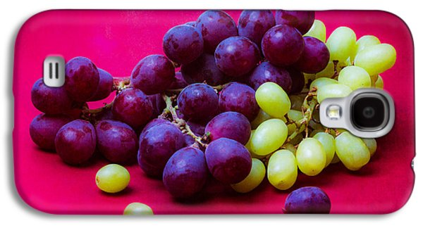 Grapes White And Red Galaxy S4 Case by Alexander Senin